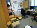 Im Verwaltungsbüro wird gepackt