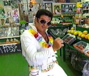 """Elvis Parsley in seinem Geschäft """"Grapes Land"""""""