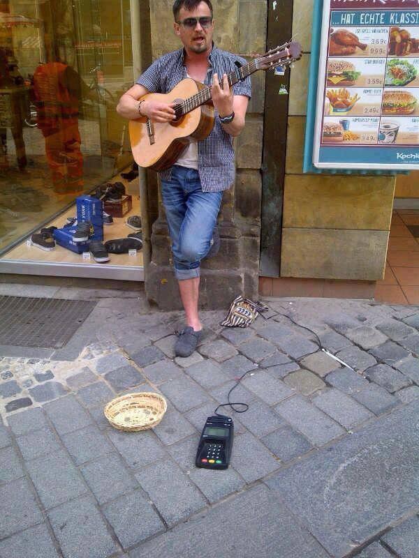 Mobile Payment in der Fußgängerzone