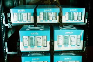 Amazon überrascht mit Kindle-Automaten an Flughäfen [5 Lesetipps]