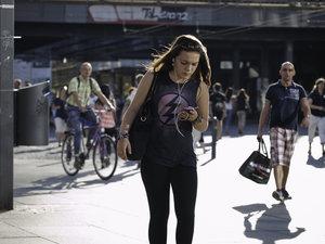 Mehr als nur Informationssuche: Funktionen von Smartphones im Kaufprozess