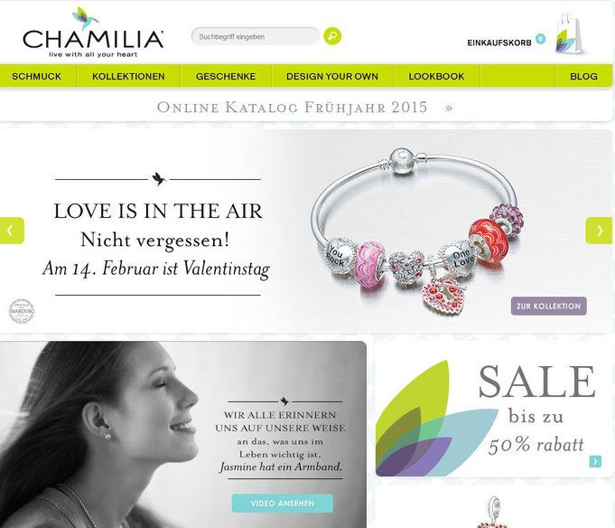 Das Logo von Chamilia besteht aus unterschiedlichen Farben, die alle passend in das Onlineshop-Design verwendet wurden.