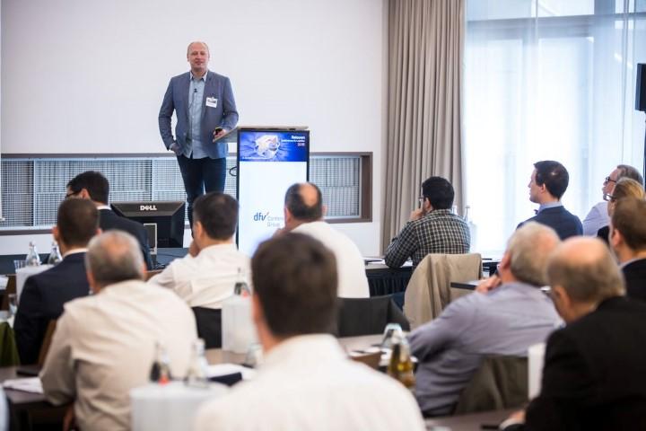 Der Geschäftsführer von ROSE Bikes, Thorsten Heckrath-Rose, während seiner Keynote bei der Retouren 2016 Konferenz. Quelle: dfv Conference Group GmbH