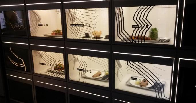 Essen hinter smarten und transparenten Digitaldisplays