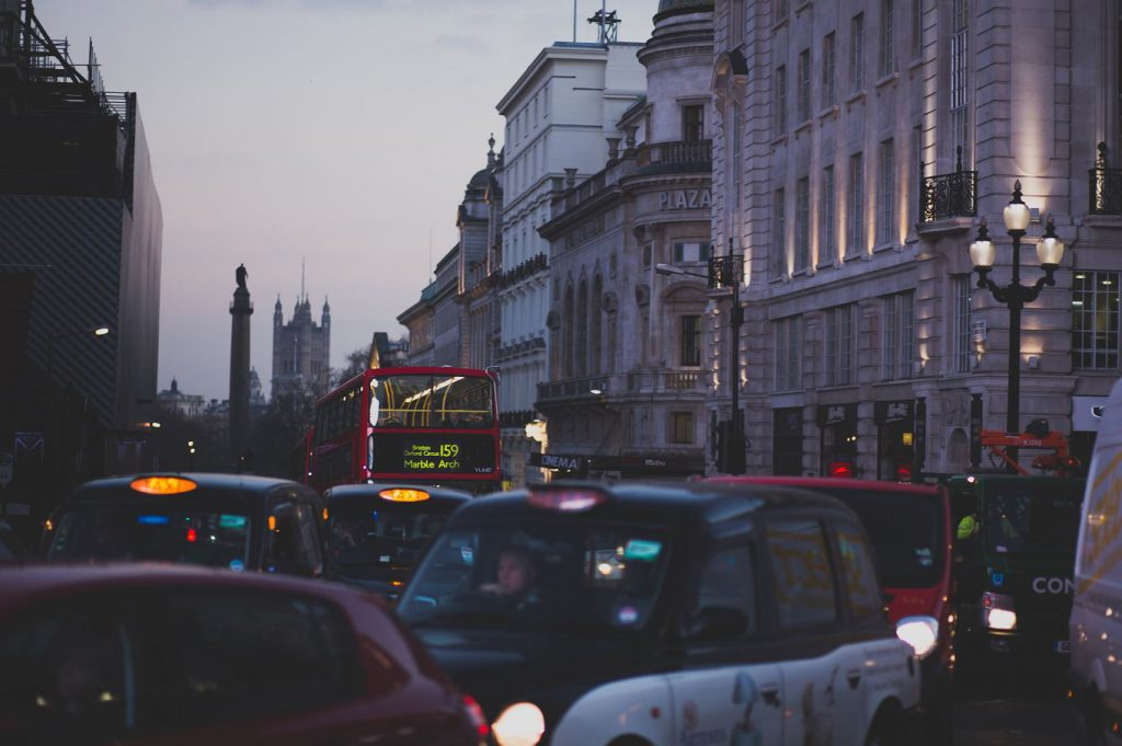 Bus und Taxis in London