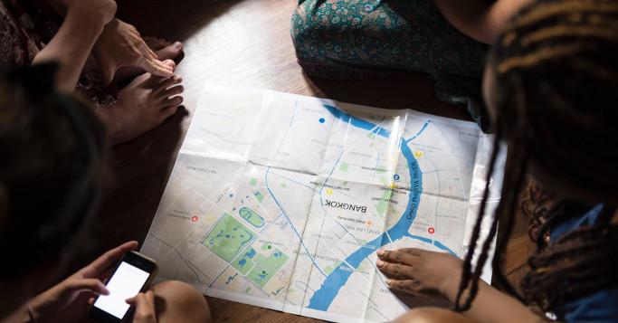 Bangkok Stadtplan mit Füßen und Händen