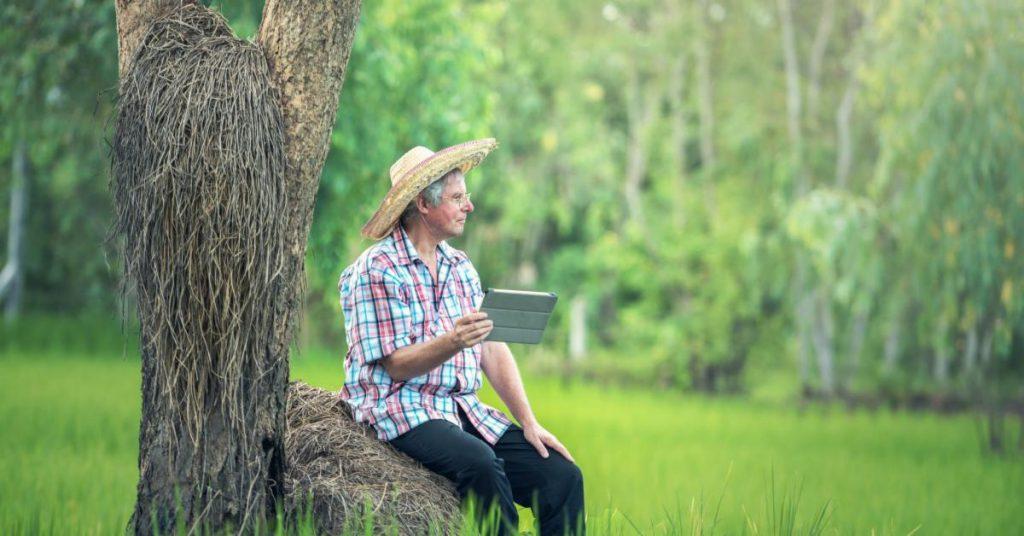Farmer mit Tablet