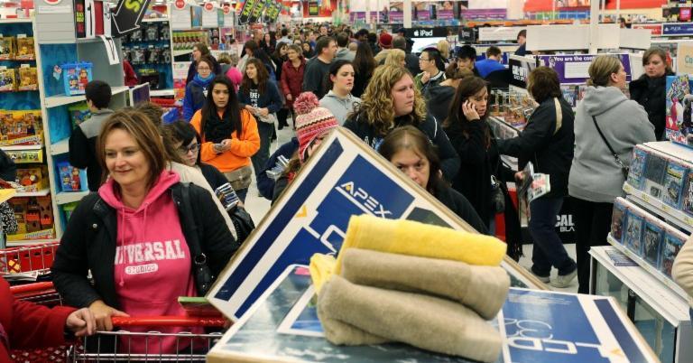Menschen in einem Kaufhaus