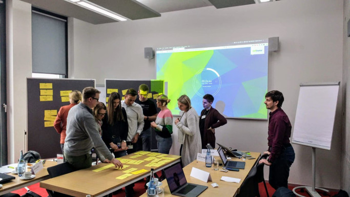 DBS Design Thinking Workshop Postits und People