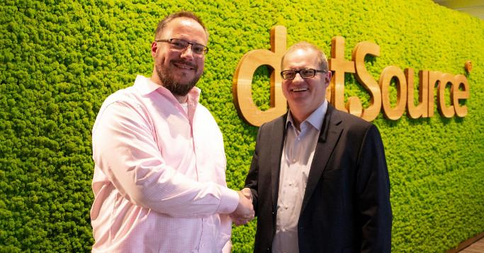 Christian Otto Grötsch dotSpurce Händeschütteln mit Jan Richter, Stibpo Systems