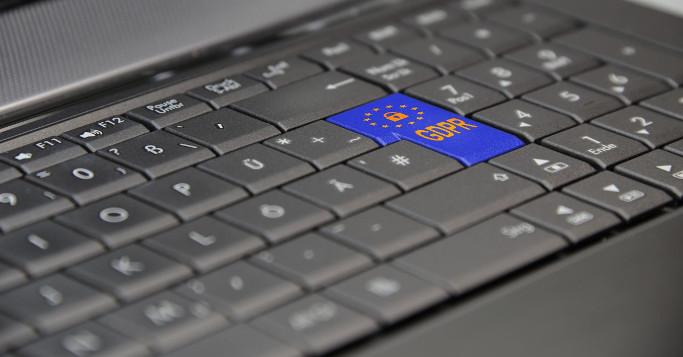 Datenschutz unkäuflich DSGVO Button auf Laptop