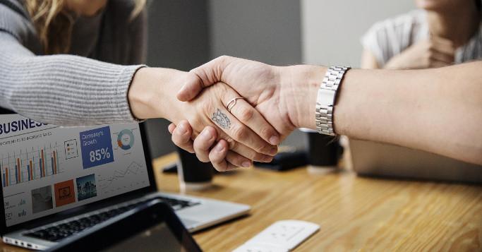 Conversion-Optimierung durch Kundenvertrauen Handshake