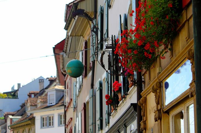 Online-Shopping in der Schweiz boomt. So können auch deutsche Händler profitieren.