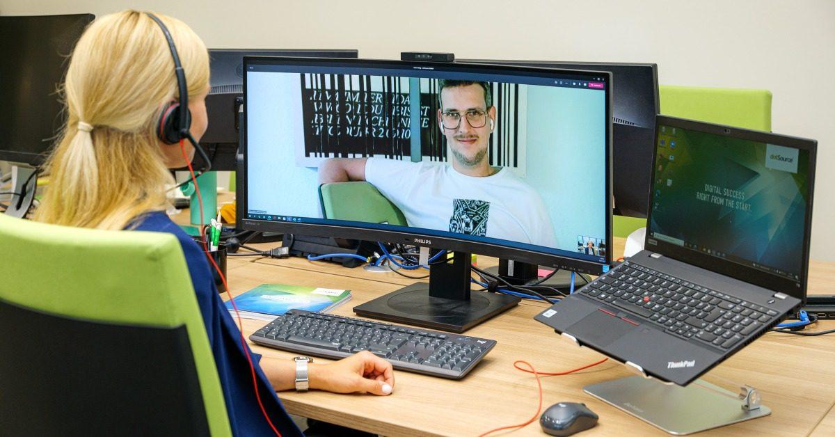 Hybrid Office: Wie Kollegen trotz räumlicher Trennung verbunden bleiben [5 Lesetipps]